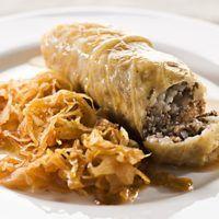 Slovene Sarma-stuffed cabbage rolls Klasična in priljubljena zimska jed. Cabbage Rolls, Russian Recipes, Pulled Pork, Cheesesteak, Sandwiches, Homemade, Meat, Chicken, Ethnic Recipes