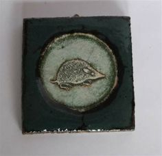 x Signert på baksiden. Hempe bak for oppheng Coins, Personalized Items, Glass, Pictures, Kunst, Rooms, Drinkware, Corning Glass, Yuri