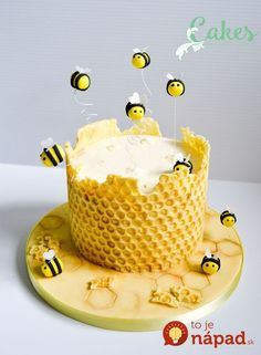 Honey comb with modeling chocolate on clean bubble wrap - frosti . - Honey comb with modeling chocolate on clean bubble wrap – frosting – - Bee Cakes, Fondant Cakes, Cupcake Cakes, Fondant Figures, Fondant Bow, Fondant Flowers, Sugar Flowers, Cupcake Cake Designs, Marshmallow Fondant