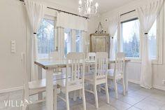 Voiko valkoista olla liikaa? Nääh  Lisää kauniita koteja: www.villalkv.fi  #iloveit #keittiö #valkoinenkoti #whitehome #romantic #sisustus #sisustaminen #inspiraatio #sisustusinspiraatio...