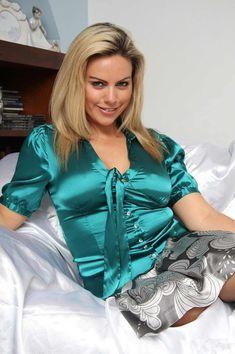 Plus size turquoise satin bow blouse Blouse Sexy, Blouse And Skirt, Bow Blouse, Satin Top, Silk Satin, Buxom Beauties, Cute Dress Outfits, Satin Blouses, Leather Dresses