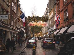 This short street has a really nice vibe and look and little hint whats coming #xmas #christmasdecor #sevendials #flag #unionjack #igers #igerslondon #londongram #thisislondon #igersoftheday #igersdaily #daily #dailypost #iglife #explorer #explore #neverstopexploring #lookaround #serialtraveler #exklusive_shot #beautifuldestinations #visualoftheday #ig_LondonUK #kings_villages #agameoftones #toplondonphoto #ig_masterpiece #visitlondon #picoftheday