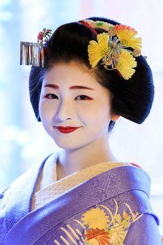 Maiko Satsuki 1月7日は花街・祇園甲部の始業式がありました。仕事の都合で様子を見に行くことは出来なかったのですが、嬉しいニュースが!紗月さん、何と三年連続の売花奨励賞一...