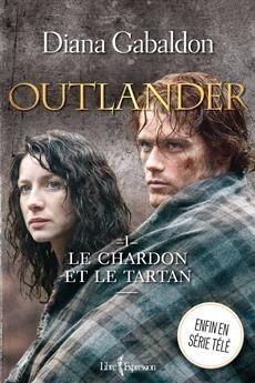 Dans ce premier volet, Claire Beauchamp-Randall, ancienne infirmière de l'armée britannique, passe des vacances tranquilles en Écosse pour oublier la Seconde Guerre mondiale. Au cours d'une promenade sur la lande, elle est attirée par des cérémonies étranges qui se déroulent près d'un menhir. Elle s'en approche, et le plus incroyable survient : Claire est précipitée en 1743 dans une Écosse en plein bouleversement. Dans ce monde où elle devient une Sassenach, elle rencontre le Highlander ...