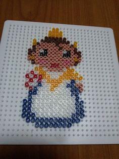 Fallera hecha con Hama Beads y Pyssla. #Hama #perler #Hamabeads #Pearlbeads #Perlerbeads #DIY #Pyssla #fallas #Valencia