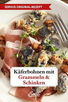 Die in Balsamico marinierten Käferbohnen werden mit einer Grammel-Ei-Mehlmischung paniert und herausgebacken. Das verleiht den Bohnen den knusprigen Biss. #käferbohnen #grammeln #speck #rezepte #rezept #rezeptideen #hausmannskost #ichliebeessen #österreich #österreichischeküche #kochen #regionaleküche #regionalkochen  #servus #servusmagazin #servusinstadtundland Chicken, Meat, Food, Beans Recipes, Food Portions, Beef, Meals, Yemek, Cubs