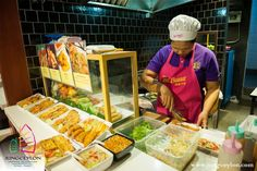 This list of the best food courts in Phuket gives you a choice of places to enjoy extremely cheap but safe and tasty food. Most visitors to Thailand want to experience the world-renowned cuisine of the country in its native environment, but it is very easy to be put off by the idea of potentially unhygienic street food. While this is rarely a problem, food courts offer a good way to enjoy cheap Thai dishes in bright, clean environments.
