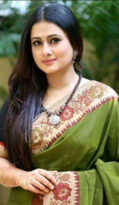 Indian beauty G Beautiful Girl Photo, Beautiful Girl Indian, Most Beautiful Indian Actress, Beautiful Saree, Gorgeous Women, Indian Natural Beauty, Indian Beauty Saree, Asian Beauty, Beauty Full Girl