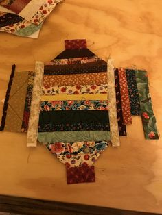 Quilting A Strip-Quilted Potholder - A Tutorial - Lois & Clark Connection Scrap Quilt Patterns, Jelly Roll Quilt Patterns, Potholder Patterns, Small Quilt Projects, Quilting Projects, Quilting Ideas, Quilting For Beginners, Quilting Tutorials, Sewing Tutorials