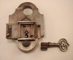 Antikes Trickschloss | Masterpiece | Höhe = 165mm | Breite = 110mm | Tiefe = 45mm