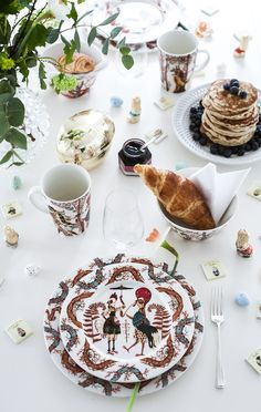 Iittala, design from Finland House Of Philia, Christmas Table Settings, Scandi Style, Classic Interior, Happy Easter, Interior Styling, Furniture Decor, Interior And Exterior, Special Occasion