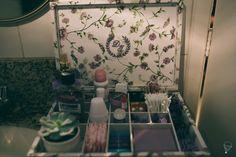Caixa Toillete para banheiro feminino. Toda forrada com tecido e com brasão do casal bordado. Peça um orçamento: ateliesonhodecaixa@gmail.com