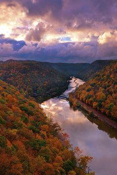 You can see this spectacular view right at the overlook of Hawks Nest State Park in West Virginia. There are only few steps from the parking lot. I love the reflection of the sky in the river. sunrise_new river gorge_fall foliage_autumn