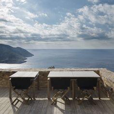 Între mare și cer, într un turn medieval. Vacanța în cel mai sudic punct al Greciei.