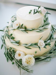 Ivory leafy topped wedding cake: http://www.stylemepretty.com/wisconsin-weddings/madison-wi/2015/11/23/modern-art-gallery-wedding-3/ | Photography: Carly McRay - http://www.carlymccrayphotography.com/