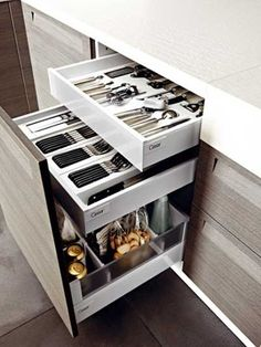 lack of storage space in small kitchens is a serious problem. creative ideas with you for a small kitchen storage space. Clever Kitchen Storage, Kitchen Storage Solutions, Modern Kitchen Cabinets, Kitchen Cabinet Organization, Kitchen Cabinet Design, Kitchen Furniture, Diy Kitchen, Kitchen Decor, Kitchen Small