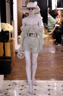 Balmain Couture Spring 2019 Best Picture For Runway Fashion models For Your Taste You are looking for something, and it is going to tell you exactly what you are looking for, and you didn't find that Pink Fashion, Fashion 2020, Couture Fashion, Runway Fashion, Fashion News, Fashion Models, Fashion Show, Fashion Outfits, Womens Fashion
