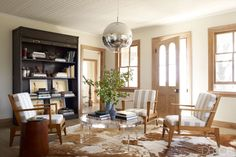 Love this sitting room/Library/family room, whatever it might be... I love it!  Tour the entire home by Robert Stilin.