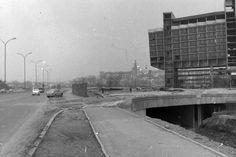 Podgórze 1980/81. Zdjęcia Mariusza Undasa i Jerzego Szeligi.Hotel Forum w budowie,w tle Wawel