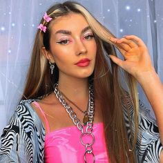 21 Trending E-girl Hairstyles That'll Turn You Into a TikTok Queen Chunky Blonde Highlights, Blonde Streaks, White Blonde Hair, Hair Color Highlights, Caramel Highlights, Hairstyles Haircuts, Summer Hairstyles, Wedding Hairstyles, Party Hairstyles