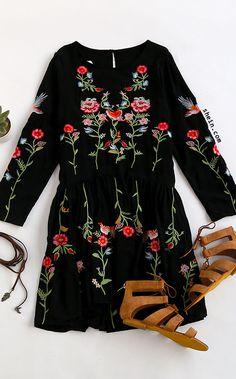 Black Flower Embroidery Keyhole Back Pleated Dress