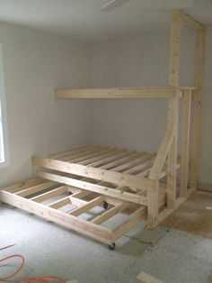 Bett - Etagenbett mit Ausziehbett - Built in bunk beds with trundle bed. Gives plenty of sleeping spaces without taking up too much room. Triple Bunk Beds, Bunk Beds Built In, Bunk Bed With Trundle, Bunk Beds With Stairs, Kids Bunk Beds, Loft Beds, Built In Beds For Kids, Full Bunk Beds, Queen Trundle Bed