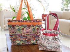 Bolsa FÁCIL sem zíper e viés 😱😱 - YouTube Fabric Handbags, Crochet Handbags, Fabric Bags, Small Sewing Projects, Sewing Crafts, Chevron Purse, Plastic Bottle Art, How To Make Purses, Diy Tote Bag