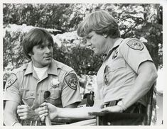 Bruce Jenner & Larry Wilcox on 'Chips' Larry Wilcox, Bruce Jenner, Movie Tv, Che Guevara, Chips, Memories, Couple Photos, Classic, Memoirs