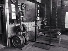 Nothing can beat it - old fashion iron gym!  http://MuscleMutt.co.uk  pic.twitter.com/AoT2wKSnrE