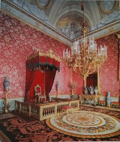 Incredible Palazzo Pitti, the most famous palace of the Medici family Palazzo, Palacio Pitti, Renaissance, Florence Tuscany, Tuscany Italy, Most Romantic Places, Italy Tours, Beautiful Castles, Sculpture