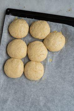 Havreboller uden gluten - bløde lette og luftige boller uden gluten Nutella, Cookies, Desserts, Food, Marmalade, Crack Crackers, Tailgate Desserts, Deserts, Eten