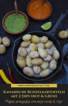 (Advertising) Papas arrugadas con mojo rojo & verde: Canarian wrinkled potatoes with . - (Advertising) Papas arrugadas con mojo rojo & verde: Canarian wrinkled potatoes with red and green - Vegetable Drinks, Vegetable Protein, Food Blogs, Vegetarian Breakfast, Vegetarian Recipes, Vegetarian Lifestyle, Yummy Snacks, Healthy Snacks, Oven Vegetables