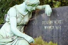 Statue auf dem Friedhof Bredeney in Essen