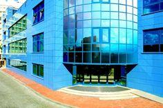 http://xn--90ae2bl2c.xn--p1ai/blog/fasadnoe-osteklenie-i-ventiliruemye-fasady-v-krymu/premuschestva-ventiliruemyh-fasadov-v-krymu  Вентилируемые фасады в Крыму   Преимущества фасадов от компании Эбург Крым   Эбург Крым    Вы заказываете вентилируемые фасады у производителя фасадных систем в Крыму, поэтому цены доступны, а качество соответствует европейским стандартам. Мы установим вентилируемый фасад в Вашем городе: Севастополь, Симферополь, Ялта, Джанкой, Евпатория, Судак, Феодосия, Керчь…