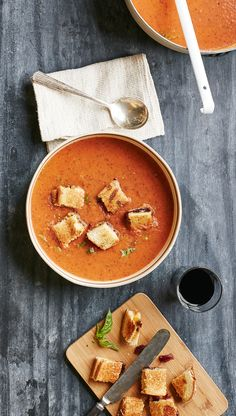 7 perfectly winter soups and how to make them! (Including this Roasted Tomato Soup with Grilled Cheese Croutons!)