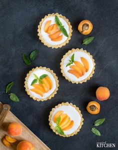 Apricot tarts // Nepečené meruňkové tartaletky