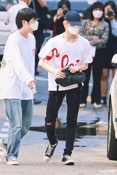 Lee Min Hyung, Fashion Idol, Mark Nct, 90s Outfit, Airport Style, White Outfits, Boyfriend Material, Nct Dream, Kpop