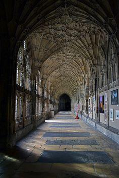 Cathédrale de Gloucester Gloucester, Rue, Wales, Wanderlust, England, Travel, Visit England, Cursed Child, Voyage