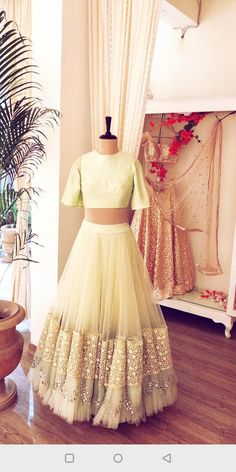 • pinterest: @garimajani • Indian Wedding Outfits, Indian Outfits, Indian Clothes, Traditional Fashion, Traditional Dresses, Indian Designer Outfits, Designer Dresses, Lehnga Dress, Sari Blouse