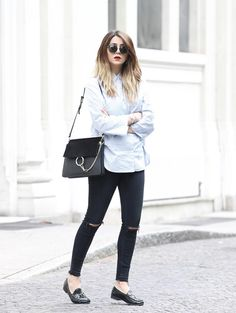"""justthedesign: """"For a smart casual look, try pairing loafers with a button up shirt and a pair of distressed jeans. Not quite formal, this look is ideal for every day wear for an edgy and alternative style! Via Nicoletta Reggio. Casual Street Style, Look Casual, Smart Casual, Outfit Jeans, Loafers Outfit, Zara, Gucci, Retro Outfits, Casual Outfits"""