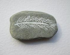 Piedra pintada con cita por IrishBeachFinds en Etsy
