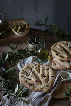 Fougasse de aceitunas y hierbas provenzales   Fougasse with olives and fresh herbs http://www.saboresymomentos.es
