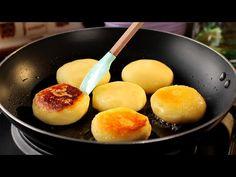 Potatoes for dessert, a Japanese recipe that will conquer you.TV Ingredients: 4 potatoes 100 g oz) mozzarella 3 tbsp rice flour 2 tbsp sug. Mozzarella, Galette, Griddle Pan, Japanese Food, Peach, Eggs, Baking, Breakfast, Desserts
