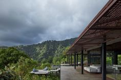 Green roof and charred wood blend Atelier Villa into Costa Rican jungle Timber Cladding, Exterior Cladding, Carlo Scarpa, Decks, Round Light Bulbs, Villas, Law Of The Jungle, Ipe Wood, Charred Wood