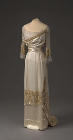 Ball gown, by Paquin, Paris, 1910. Collection of State Hermitage Museum.