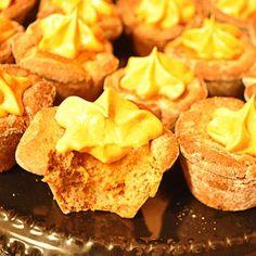 Triple Pumpkin Mini Tarts with Duncan Hines Pumpkin Spice Cupcake Mix. Delicious pumpkin recipe for fall! Desserts To Make, Mini Desserts, Best Dessert Recipes, Fall Recipes, Holiday Recipes, Delicious Desserts, Pumpkin Pie Recipes, Pumpkin Spice Cupcakes, Cupcake Mix
