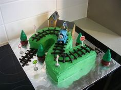 Thomas cake. Pinned for my little nephew David!! Good idea for next birthday mommy!