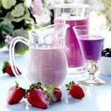Sommersmoothie - Opskrifter http://www.dansukker.dk/dk/opskrifter/sommersmoothie.aspx #smoothie #sommer #dansukker #opskrift #jordbær #drik