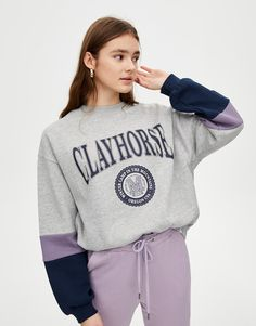 Varsity sweatshirt with sleeve panels - pull&bear Pull & Bear, Blouse Neck Designs, Shirt Designs, Sweat Style, Sweat Gris, Tennis Clothes, Winter Fashion Outfits, Cute Casual Outfits, Pulls