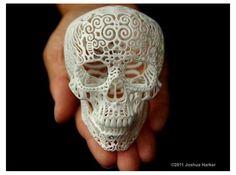 Het is misschien een hype,  maar wel eentje met interessante gevolgen voor de toekomst: 3D printen. Het proces fascineert me en ik ben nu aan het onderzoeken of mijn ideeen uit te voeren zijn.  Bijgaande foto is een van mijn favoriete objecten die uiut een 3D-printer is gerold. De combinatie van de verfijnde vormen en het licht macabere van een schedel is prachtig.  Crania Anatomica Filigre (small) by JoshuaHarker on Shapeways
